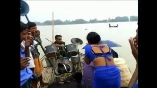 Bangla Jatra Dance 2016 -দুষ্টু মেয়েটি পাছা বের করে নাচ দেখালো সবার সামনে