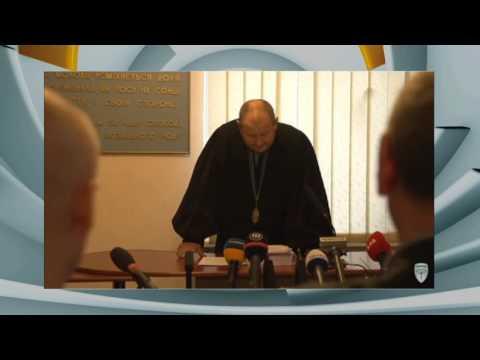 Возмущенный Денисенко запустил бутылкой в судью.