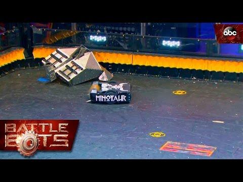 Video: una increíble batalla entre robots