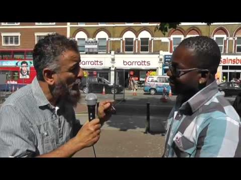 BILAL TUBE - In only few minutes Michael becomes Muslim in north London