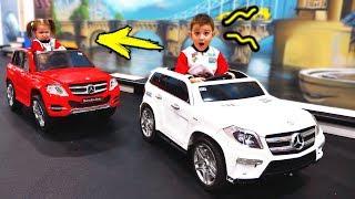 КТО ПЕРВЫЙ ПРИЕДЕТ ДО ФИНИША, тот... Dima and Diana Challenge on Toys on DiDiKa TV Kids 2019