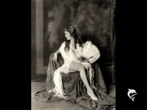 Silent Film and Theater Actress Woman Hollywood Erotic 20er 10er Adagio Clarinet