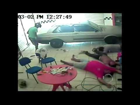 Assaltante morto na Gil Martins teria roubado cerca de R$ 11.500 de loja