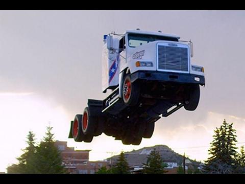 Трюки и Прыжки с трамплина на машинах, грузовиках и фурах. Парковка (уровень Бог). Мировой рекорд.