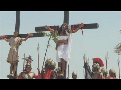 SHOCKING PICTURES: Christian devotees in the Philippines are nailed to the cross
