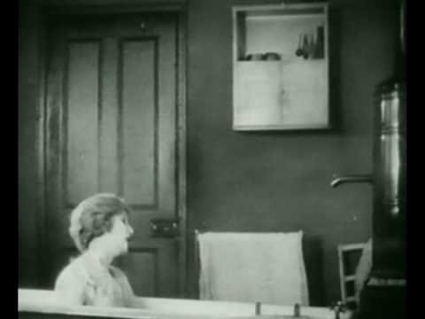 THE BATHROOM - THE LODGER (1926)