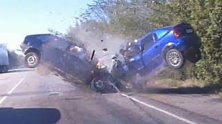 The most strange car crash we can ever see!! (13+)
