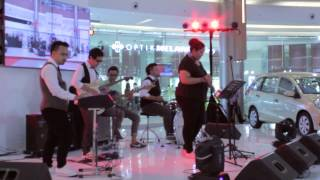 Sunday People Project feat. Davina Raja Cover ROYALS By Lorde
