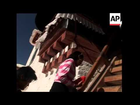 Tourism brings modernity to Tibet