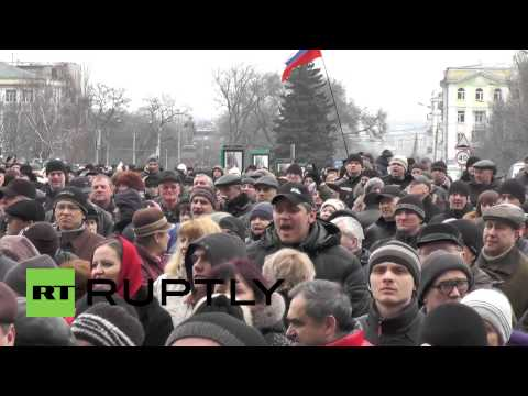 Ukraine: Thousands attend pro-Russia rally in Donetsk
