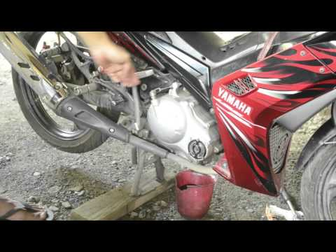 How to change the oil and oil filter of your motorcycle