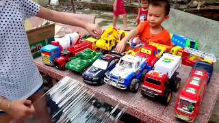 Bill và by chơi xe đồ chơi với trò chơi mới nha, Kids toy # Truck# xe bồn, xe cảnh sát, Xe cứu hỏa,,