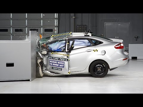 2014 Ford Fiesta sedan small overlap IIHS crash test