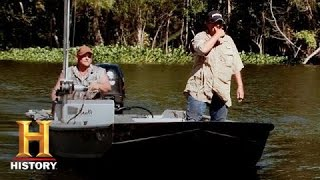Swamp People: Liz and Justin Hunt Goliath (S6, E6) | History