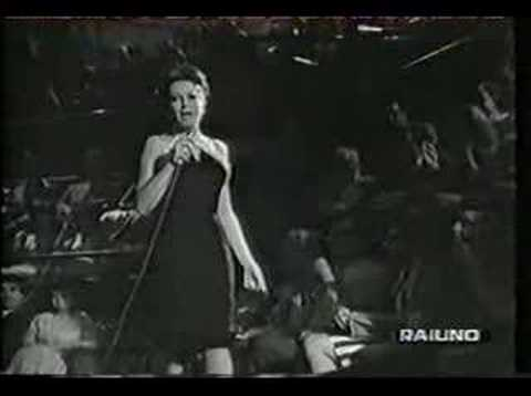 曲のイメージをカバー Un Buco Nella Sabbia によって Mina