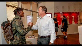 Reuben Foster Arrives at 49ers Headquarters
