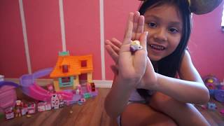 Opening and reviewing Shopkins Happy Places - Disney Edition!!!
