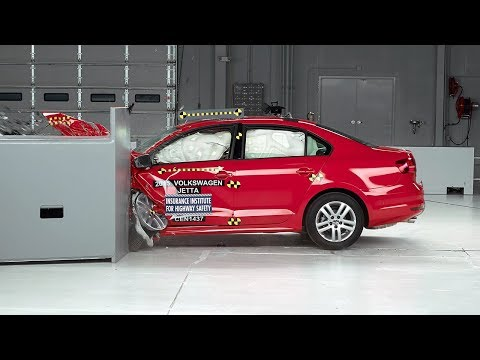 2015 Volkswagen Jetta small overlap IIHS crash test