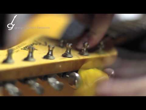 THE BEST Method on How to Change Guitar Strings: Fender Vintage Style Klusen Tuners