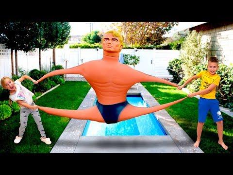 Что придумала МАМА? Гигантский АНТИСТРЕСС игрушка Stretch Armstrong Челлендж для детей на Мы семья