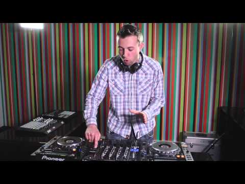 Tip 5: How to use the echo effect to move between tracks - DJ Expo 2013