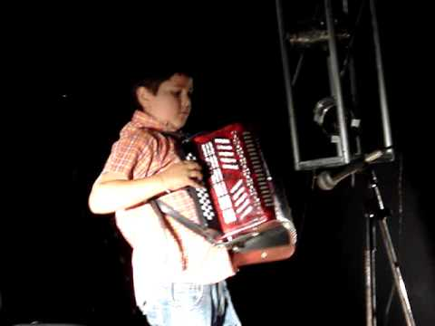 Bruno Veiga, 9, first accordeon concert (primeiro concerto de acordeão)
