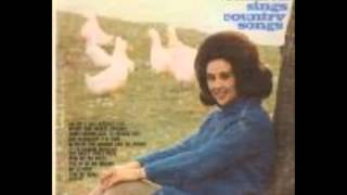 Watch Wanda Jackson Tip Of My Fingers video