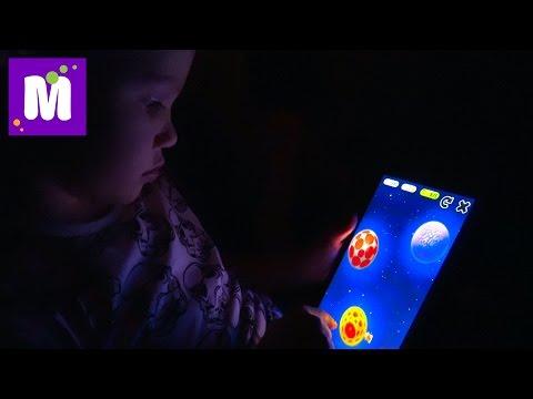 Летим в Лондон Играем в игры на планшете Открываем паровозики и крокодила кусачку Кушаем сладости