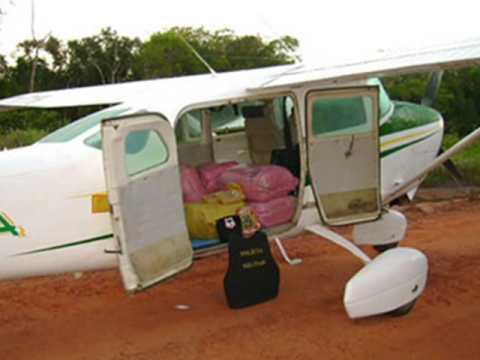 Caça da FAB dispara contra avião de traficantes na fronteira Brasil-Bolívia