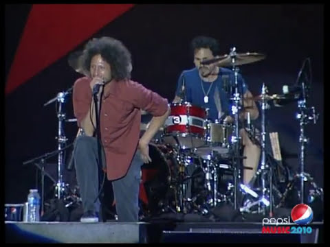 Pepsi Music 2010: RAGE AGAINST THE MACHINE - TESTIFY (13/10/2010)