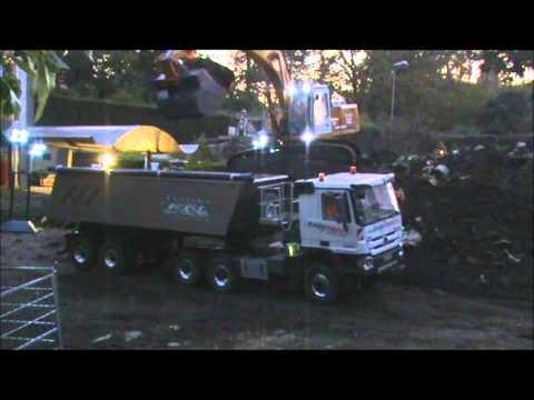 Liebherr 944B loading MB Actros 6x6