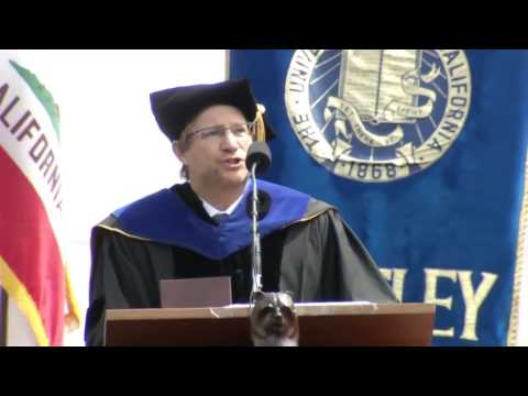 Andrés Roemer honors Professor Suzanne Scotchmer at 2014 UC Berkeley Commencement