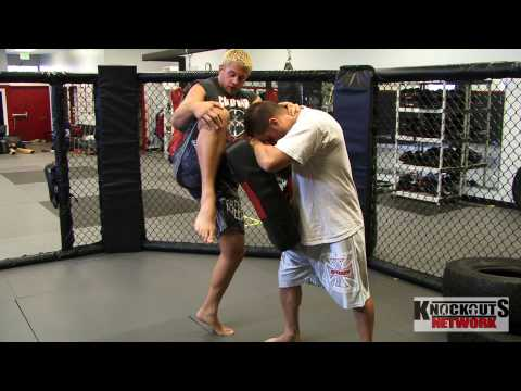 MMA Fighter teaches Knockout Blow