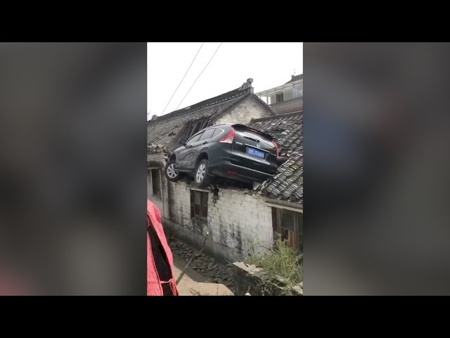 Footage: SUV crash-lands on 3-meter-high roof