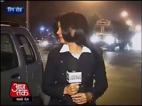 Aaj Tak Reporter Faces Eve-teasing While Reporting On Delhi Gangrape Case video