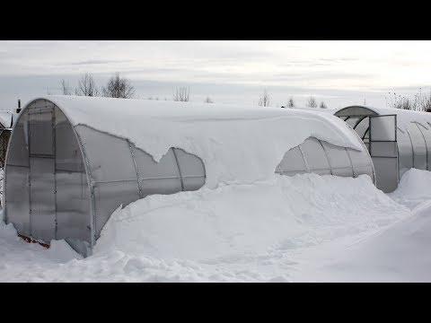 Теплица зимой – что когда и как делать?