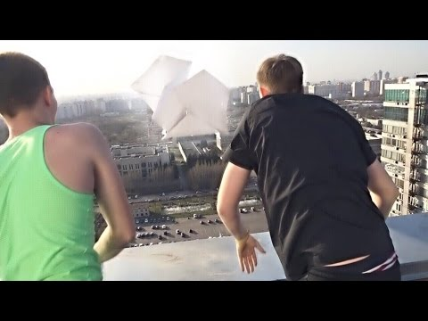 ЗАПУСТИЛИ ГИГАНТСКИЙ САМОЛЁТИК С 24 ЭТАЖА !!!