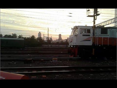 Lho..Kereta Api Gajayana BLB Di Stasiun Manggarai??