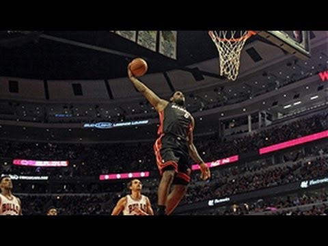 LeBron James' BIG fastbreak slam dunk!