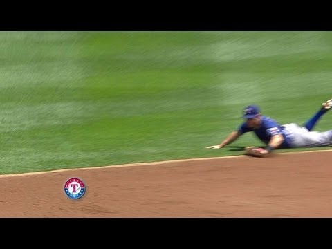 Kinsler makes a nice diving stop for an out