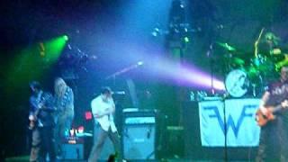Watch Weezer Falling For You video