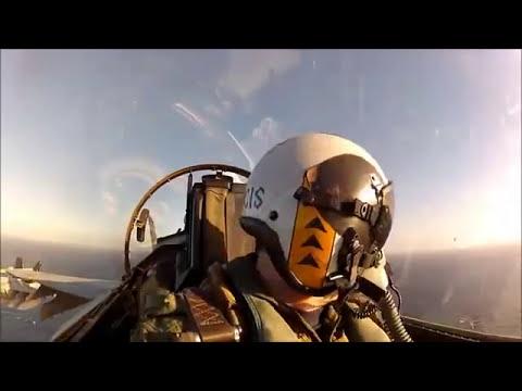 Como é voar em um caça no meio do oceano