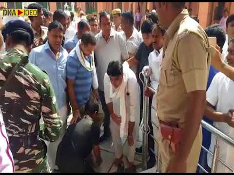 Opposition Leader Rameshwar Dudi lands in controversy after his security personnel remove his shoes
