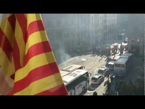 Novinari web portala Mobil.hr ujutro 26.02.2013. bili su spriječeni u dolasku na Mobile World Congress u Barceloni zbog prosvjeda na ulicama Barcelone. Pogle...