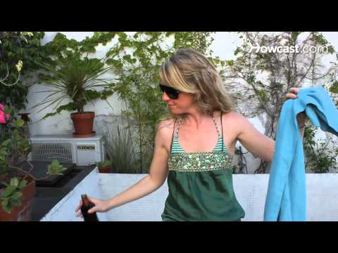 How to Apply Sunscreen on Your Own Back