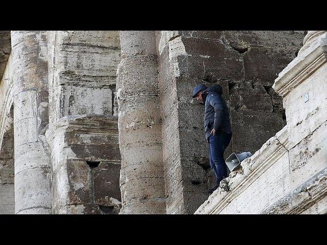 """Protesto """"suicida"""" contra medidas para melhorar imagem de Roma"""