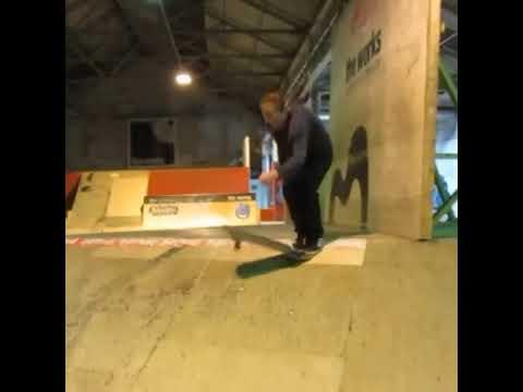 A fakie manual to faceknee tailslide from @anyskate | Shralpin Skateboarding