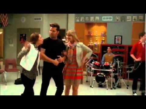 Glee Cast - Sexy And I Know It