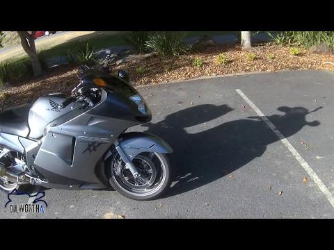 Honda CBR1100XX Super Blackbird Review