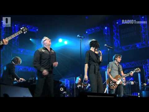 Meuris & Hooverphonic - 'Naar men zegt' // Radio 1 Sessies